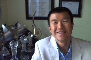 Network-Marketing-Training-Simon-Chan-coaching-blazer-white-shirt-blue-colloar-in.jpg